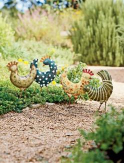 I am not usually into this kind of thing, but I LOVE these chickens!: Chicken Garden, Garden Art, Yard Art, Outdoor, Gardens