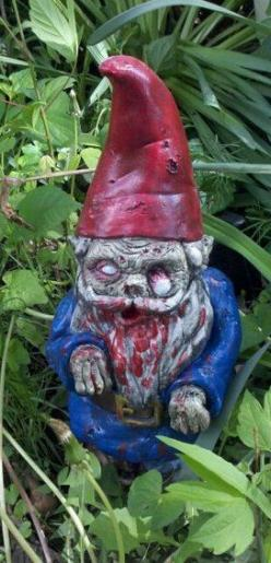 I have always wanted the perfect garden gnome. Now i know why i never bought one. Because I've never seen a Gnombie: Garden Gnomes, Zombie Gnomes, Garden Zombie, Gnome Zombies, Gnomes Rule, Halloween Zombies, Collecting Gnomes