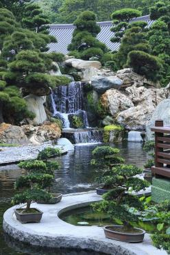 Japanese garden - love this.  I love waterfalls.  So to have one in the backyard would be super cool.: Water Feature, Waterfall, Japanese Gardens, Zen Gardens, Water Garden, Garden