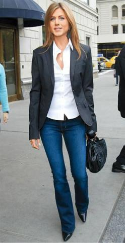 Jennifer Aniston the queen of street hotness.  Blue jeans, blazer, pointy heels, and crisp white shirt: Fashion, Jennifer Aniston, Casual Friday, Style, Outfit, Jeans, Jenniferaniston