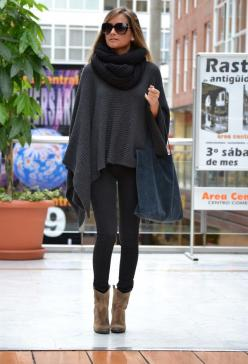 Layer Up this Autumn with fantastic Ponchos For Chilly Autumn Days - Mandy's Heaven popmiss.com: Sweater, Fall Style, Poncho, Bag, Street Style, Fall Outfits, Ray Ban, Fall Winter