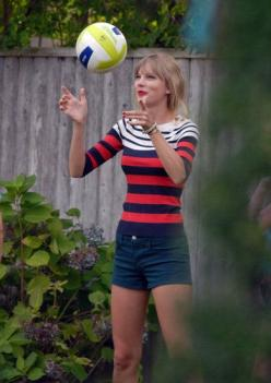 Love the blue, red, and white boat neck with shorts.: Taylor Swift, Alison Swift, Life, Outfit, Swift Style, Taylors, Taytay