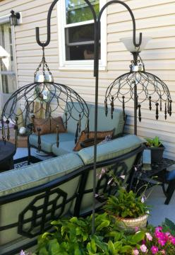 love the lamps, made from wire baskets and solar lights - justintrails.com: Craft, Idea, Solar Lights, Shepherds Hook, Wire Baskets, Shepards Hook