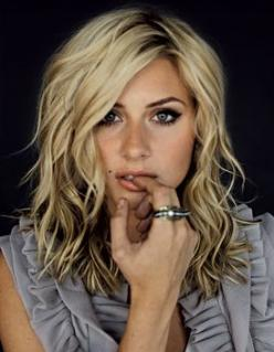 Medium, wavy, blonde hair. Blonde waves always have so much definition!: Haircuts, Hairstyles, Medium Length, Hair Styles, Hair Cut, Medium Hair, Hair Makeup, Length Hair, Hair Color