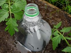 Provident Living - water bottle drip irrigation diy: Water Bottle, Green Thumb, Plastic Bottles, Garden Outdoor, Irrigation System, Drip Irrigation, Gardening Outdoor, Diy Drip