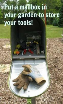 Put a mailbox in your garden to store your hand tools ~ so smart!: Green Thumb, Ideas, Garden Tools, Garden Outdoor, Gardens, Gardening Outdoor, Mailbox