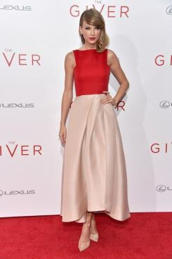 "Taylor Swift at the premiere of ""The Giver"": Taylor S Style, Snoball Prom Dresses, Celebrity Style, Gowns Dresses, Taylor Swift Outfit, Color Combinations, Style Fashion Cover, Taylor Swift Dress"
