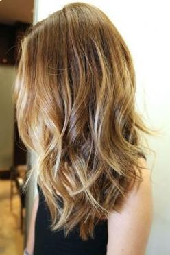 wavy hair with highlights - Subtle layers cut into mid-length hair add body and wave to the ends. Read more: http://www.dailymakeover.com/trends/hair/fall-haircuts-2014/#ixzz3E0hlYADW: Hairstyles, Hair Colors, Blonde, Hair Styles, Haircolor, Makeup, Hair