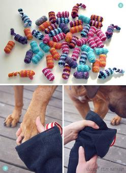 12 Easy #DIY Pet Accessories: Toys, Leashes, Collars -- and More!: Pets Leashes, Puppy Mitten, Diy Pet Gift, Easy Diy Cat Toy, Diy Dog Toy, Pet Accessories, Dogtoys Dogs