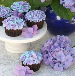 18 Creative Cupcake Decorating Designs and yummy cupcakes: Purple Cupcakes, Cup Cakes, Cakes Cupcakes, Food, Cupcake Ideas, Flower Cupcakes, Hydrangea Cupcakes, Creative Cupcakes, Creative Cupcake Idea