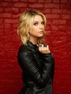 25 New Hairstyles For Women To Try In 2015 | http://stylishwife.com/2015/02/new-hairstyles-for-women-to-try-in-2015.html: Hair Ideas, Shag Haircut, Haircuts, Medium Length, Hairstyles, Hair Styles, Hair Cuts, Ashley Benson, Shag Hairstyle