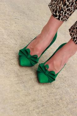 great color combo! green and leopard: Green Shoes, Fashion, Leopard Print, Emerald Green, Green Heel, Emerald Bow