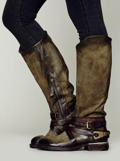 holy craaaaaaaap!!!!!! that's freakin' beautiful!!!!!!<3 another WILDLY gorgeous distressed and burnished leather, amazingly detailed boot by italian designer A.S.98....and just LOOK at that olive green....utterly exquisite!!!!!!♥ this is Wakef