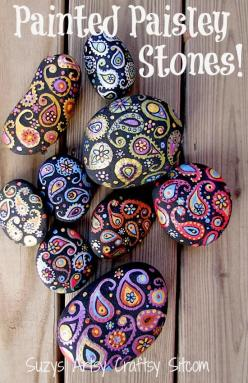 paisley painted stones tutorial. She recommends final coat of Matte Mod Podge and then suggests placing outdoors. Be sure to seal with Matte Acrylic or some other outdoor proof sealer before installing outdoors!: Paisley Stones, Pretty Rock, Stone Paintin