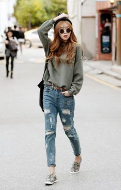 .shoes: Ripped Jeans, Korean Street Styles, Asian Fashion, Fashion Outfits, Korean Outfit Street Styles, Korean Fashion, Korean Outfits Street Styles