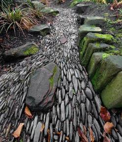 stone path--gives the illusion of rushing water: Great Gardens & Ideas: Rushing Water, Garden Ideas, Beds, Dry Creek Bed
