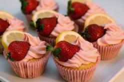 strawberry lemonade cupcakes--made these for a fundraiser bake sale for breast cancer. They came out awesome!: Idea, Strawberry Lemonade Cupcakes, Recipe, Sweet, Strawberrylemonadecupcakes, Food, Strawberries, Strawberry Lemon Cupcakes, Dessert