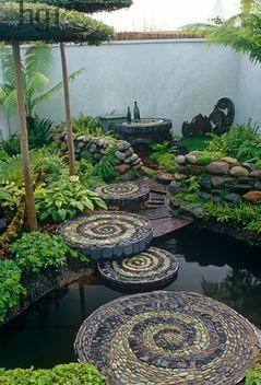 Swirled pebble stepping stones: Idea, Pattern, Water Features, Garden Paths, Pebble Mosaic, Mosaic Stepping Stones, Circular Stepping