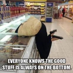 That looks like me trying to reach all the laundry at the bottom of the washing machine #shortpplproblems: Frozen Food, Giggle, Funny Pictures, Funny Stuff, Humor, Walmart People, Funnies