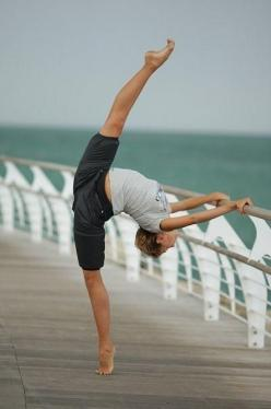 This happens to me all the time, just walkin down the boardwalk and bam my leg goes up all pointed and beautiful: Extension, Inspiration, Fitness, Beautiful, Ballet, Yoga, Flexibility, Dance 3