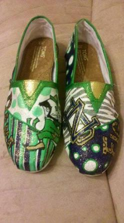 University of Notre Dame Fighting Irish hand by MyHeartToYourSole, $105.00: 38 Things, Fighting Irish, Stuff Apple, Apple Stuff, 105 00, Hand Painted Toms, Notredame Fightingirish, Goirish Notredame