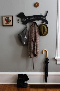 Well this totally made me think of my Grandma, between the Doxie key holder and the owl....RIP.: Wall Hooks, Chalkboards, Chalkboard Doxie, Idea, Dachshund, Doxie Wall