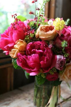 What a gorgeous and plush arrangement....I love the combination of the hot pink with the peach colored flowers :): Color, Wedding, Flower Arrangements, Beautiful Flowers, Bloom, Floral Arrangements, Garden, Peonies