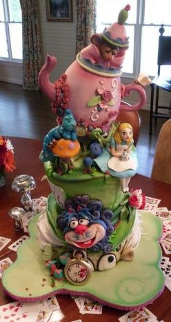 Alice cakes for a wedding would be fun. Wondered yesterday if there were more and wouldn't you know it, someone else had the same idea. Bride and groom as characters would be interesting. - gt: Food, Alice In Wonderland, Amazing Cakes, Beautiful Cake,