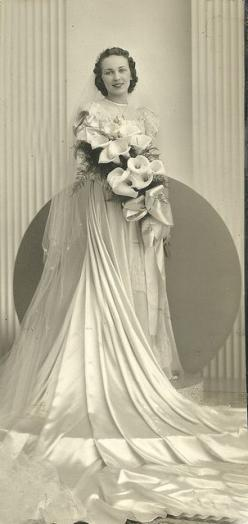 Circa 1930s bride - ♥ her dress and ♥ her bouquet!: Wedding Dressses, Vintage Weddings, Vintage Brides, 1930S 1940S, Wedding Dresses, Wedding Gowns, 1930 S