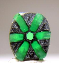 Emerald Trapiche ~  It weighs 0.42 carats and measures 6x5x1 mm.      From Muzo Mine in Colombia.: Rocks Minerals Gems Stones, Gems Minerals, Gemstones Minerals, Gems Menerals, Gem Stones, Minerals Rocks Gems, Gems Rocks Minerals, Emerald Trapiche Muzo, C
