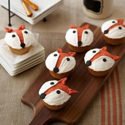 Fun Fox Cupcake - Anyone can make these fun treats with our simple decorating techniques of dots for facial features and pull-out leaves for ears. Use Wilton copper and orange icing colors to achieve that beautiful copper shade.: Fun Fox Cupcakes Large Jp