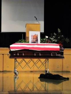 I cried when I saw this picture, and I can't stop.  A loyal dog lies down with a sigh at his owner's funeral.: Animals, Dogs, Best Friends, Hero, Navy Seals, Seal Jon, Hawkeye