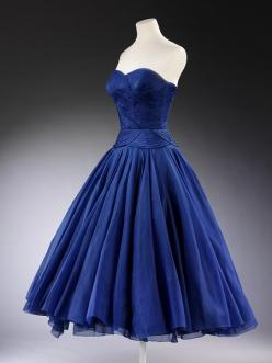 Jean Desses, 1951, worn and given by HRH Princess Margaret. OMG the blue and the shape are so perfect.: Silk Organza, Velvet Ribbon, Dress Shape, Cocktail Dresses, Vintage Dress, Princess Margaret