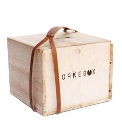 Leather Box Strap | Take your pie or cake on-the-go without icing up the sidewalk.... | Food Storage Containers: Packaging, Cakes, Food Storage, Cake Boxes, Kitchen, Box Strap, Products
