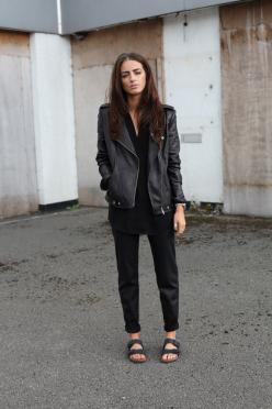 Leather jacker, black smart trousers and berlinstocks: Fashion, All Black, Street Style, Black Birkenstock, Black Outfit, Black Sand, India Rose