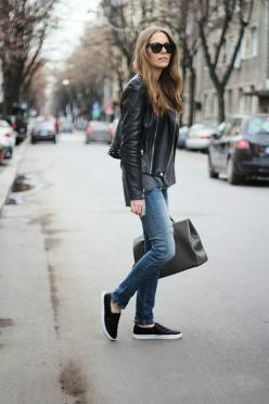 Leather jacket and easy show. Fashionable and    comfortable: Fashion, Street Style, Outfit, Street Styles, Jeans, Card, Leather Jackets, Fall Winter, Slip On Sneakers