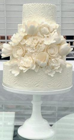 love the design on the base layers.  Change up the bouquet of white flowers with a few simple flowers or just one big one in a pop of color.: Amazing Cakes, Weddings, Beautiful Cakes, White Wedding Cakes, Weddingcake, Cakes Recipes Tutorials, Was