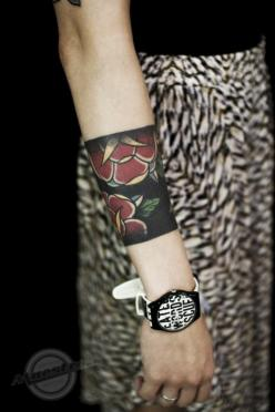 "Not crazy about this particular tattoo, but am digging the STYLE. A ""cuff"" tattoo is a snazzy idea!: Traditional Tattoos, Black Band Tattoo, Tattoo Cuff, Traditional Tudor Rose Tattoo, Black Rose Tattoos, Tattoo Ink, Arm Band Tattoos"