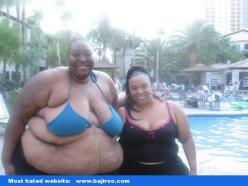 O my God!!! Thought it was a man at first!: Picture, I M, Pool, Funny, Thought, Don T, Humor, Bikini, People