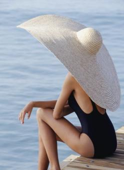Oh my gosh - does anyone know where I can get a GIANT hat like this? Love it! Haha...: Fashion, Style, Sunhat, Big Hats, Hat