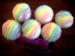 Rainbow Cake Pops, I like this and it's a simple idea.  The white chocolate looks reeeeeally white though!: Idea, Cake Ball, Rainbowcakepops, Food, Rainbow Cakes, Pastel Rainbow, Yummy Cake, Rainbow Cake Pops, Dessert