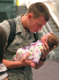 Seeing his daughter for the first time. #forourcountry #sacrifice #afatherslove: Picture, Hero, Sweet, First Time, Baby Girl, Daughter, Military