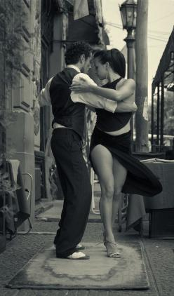 Tango  (is there any thing sexier that this dance done well? i think not) Performing all the dance steps on one square rug.: Photos, Dancing, Tango, Art, Black And White Photography, Dance