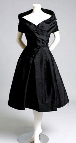 ~1950s Christian Dior black cocktail dress~: Fashion, Cocktaildress, Style, Vintage, Christian Dior, Black Cocktail, Cocktail Dresses, 1950, Black Dress