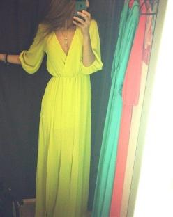 Absolutely in love with this maxi dress! Maybe not highlighter yellow though...: Flowy Dress, Maxi Dresses, Style, Color, Maxis, Outfit, Yellow Dress