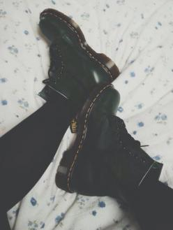 autumn; i'm ready for you to specifically wear my knee highs n docs everyday.: Shoes Heels Flats, Fashion, Footwear, Drmartens, Kicks, Docmartens, Boots