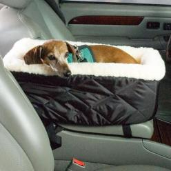 Car bed. Cute and practical for small dogs or puppies. Could probably make this out of a 31 bag and a dog bed/fluffy blanket: Car Seats, Console, Pet, Cars, 31 Bag, Dog Car Seat, Small Dog Bed