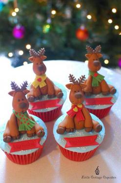 Christmas cupcakes, this i am going to try for our family christmas, i think the kids would love them.: Christmas Reindeer, Cup Cakes, Christmas Cakes, Fondant Reindeer, Reindeers Choir, Reindeer Cupcakes, Christmas Cupcakes, Reindeers Cupcake