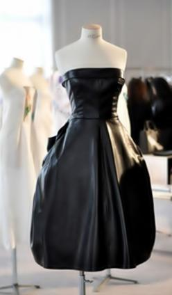 Dior - Tempo da Delicadeza: Fashion, Inspiration, Christian Dior, Clothes, Black Leather Dresses, Lbd, Black Dress, Wear, By Dior