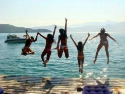 girls! we should try to take a picture like this on out next trip!: Life, Friends, Girl, Picture Idea, Sweet Summertime, Summer Lovin, Beach, Summer Fun, Summer Time